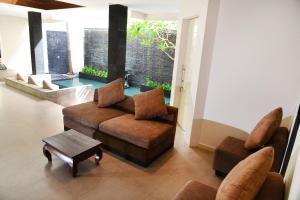A seating area at Villa Tentrem Legian