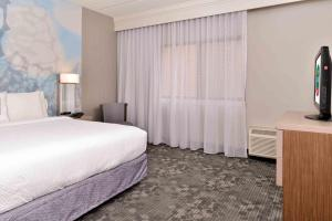 A bed or beds in a room at Courtyard by Marriott Dallas Northwest