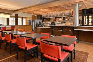 A restaurant or other place to eat at Courtyard by Marriott Dallas Northwest
