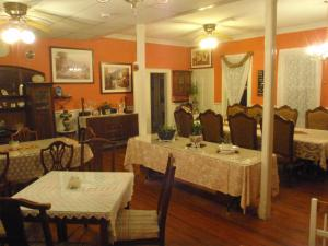 A restaurant or other place to eat at The Inn at the Shore