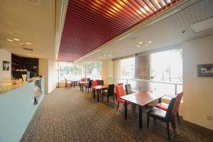 A restaurant or other place to eat at Asahikawa Toyo Hotel