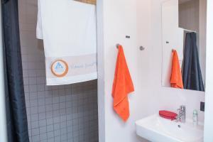 Ein Badezimmer in der Unterkunft Antwerp Central Youth Hostel