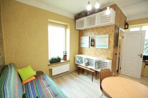 A seating area at Apartment On Zaliznychna