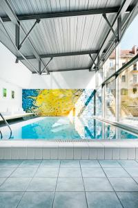 The swimming pool at or close to Augarten Art Hotel
