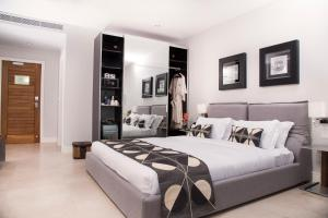 A bed or beds in a room at Hotel EnglishPoint & Spa