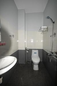 Phòng tắm tại Phuong Nam Hotel