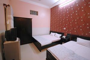 Giường trong phòng chung tại Phuong Nam Hotel