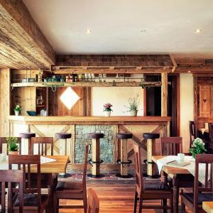 Ein Restaurant oder anderes Speiselokal in der Unterkunft Gasthaus Georg Ludwig Maising