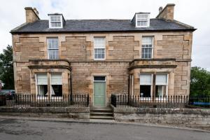 The facade or entrance of Shandwick House