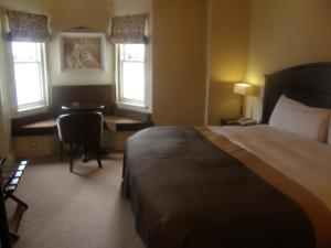 A bed or beds in a room at Baileys Hotel Cashel