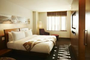 A bed or beds in a room at Hotel Le Germain Calgary