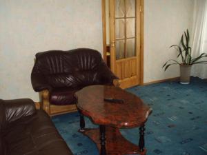 A seating area at Marijos Karpenko Apartaments