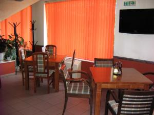 A restaurant or other place to eat at Rodopi Hotel