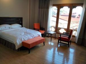 A room at Hotel Thimphu Tower