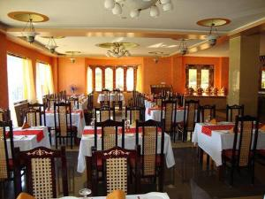 A restaurant or other place to eat at Hotel Migmar