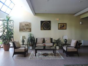 A seating area at Mirasierra