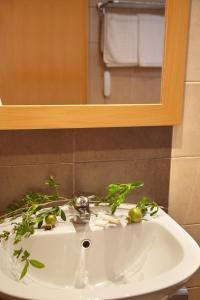A bathroom at Emerald Hotel