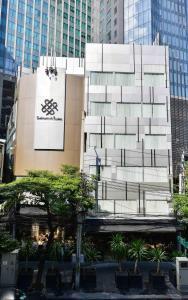 The facade or entrance of Sukhumvit Suites Hotel