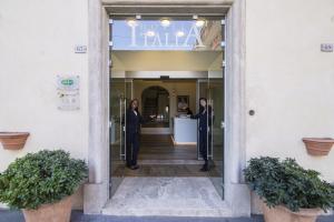 The facade or entrance of Hotel Italia
