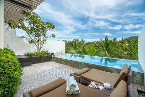 The swimming pool at or close to Twinpalms Phuket