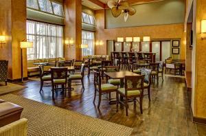 A restaurant or other place to eat at Hampton Inn & Suites Destin Sandestin Area