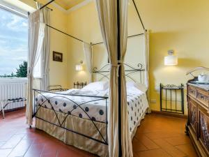 A bed or beds in a room at Sangaggio House B&B