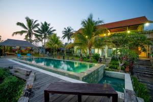The swimming pool at or near Ubud Sari Health Resort