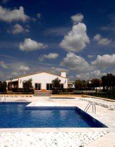 The swimming pool at or close to Clube de Campo Vila Gale