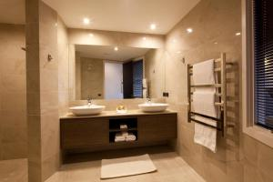 A bathroom at Lake Views at Aspen House by Amazing Accom