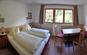 Ein Bett oder Betten in einem Zimmer der Unterkunft Pension Leitner