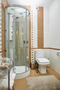 A bathroom at Villa Park