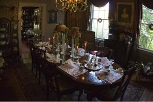 A restaurant or other place to eat at Edgewood Plantation