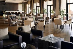 A restaurant or other place to eat at Constantine Marriott Hotel