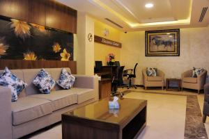 A seating area at Al Raad Hotel