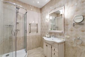 A bathroom at Boutique Hotel Damari