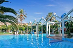 Het zwembad bij of vlak bij CLC Benal Beach Aparthotel