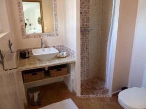 Salle de bains dans l'établissement Mas de l'Olivette