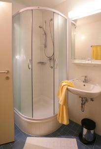Ein Badezimmer in der Unterkunft AllYouNeed Hotel Salzburg