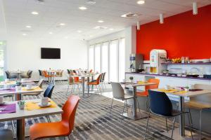 Restaurant ou autre lieu de restauration dans l'établissement Comfort Hotel Expo Colmar
