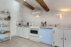 A kitchen or kitchenette at Appartements Des Jardins