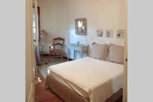 A bed or beds in a room at Appartements Des Jardins