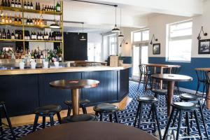 Blues Point Hotel tesisinde lounge veya bar alanı