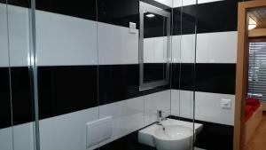 Ein Badezimmer in der Unterkunft good bed biberist