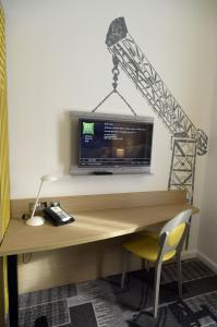 A television and/or entertainment center at ibis Styles Glasgow Centre George Square
