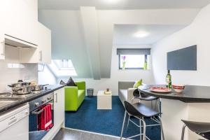 A kitchen or kitchenette at Destiny Student – Shrubhill (Campus Accommodation)