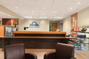 The lobby or reception area at Days Inn Warwick Northbound M40