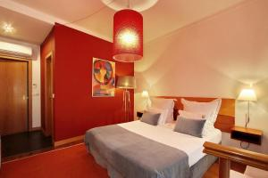 A bed or beds in a room at Hotel Mestre de Avis