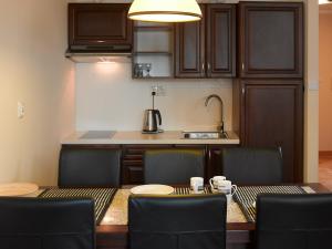 Kuchnia lub aneks kuchenny w obiekcie Apartamenty Urocza 5