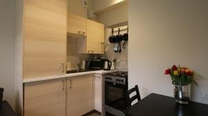 A kitchen or kitchenette at Hendford Apartments