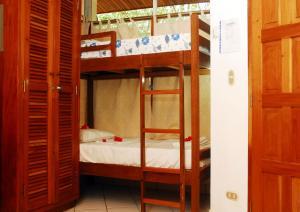 A bunk bed or bunk beds in a room at Parque Maritimo El Coco